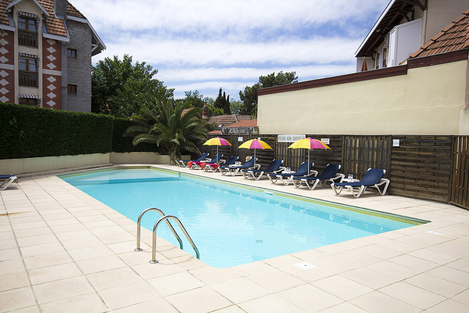 H tel arcachon le dauphin i site officiel for Piscine 3 dauphins