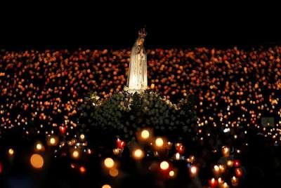 La procession mariale dans les Sanctuaires de Lourdes à moins de 2km de votre hôtel le Majestic