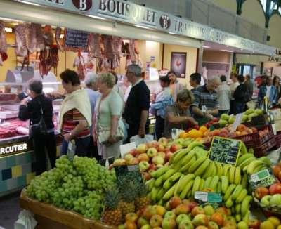 le grand marché de Lourdes à 500 mètre de votre hôtel le Majestic