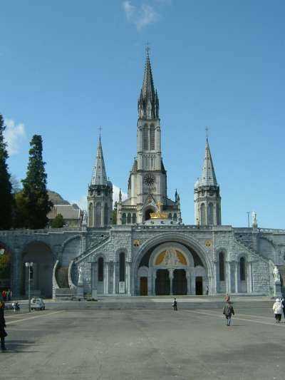 Lourdes_Sanctuaires_01.jpg